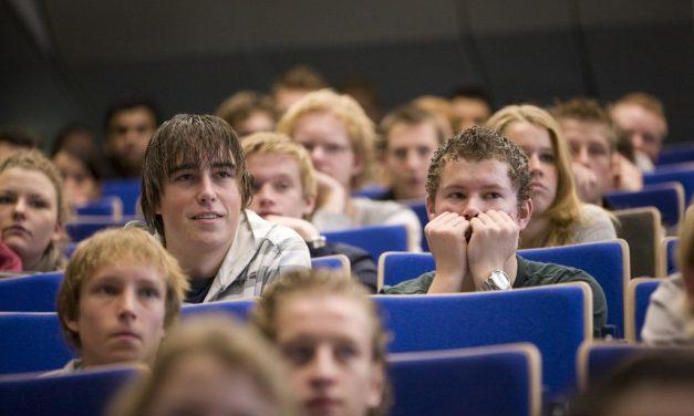 Economie & Ethiek: Nieuwe Tekstboeken voor Middelbare Scholieren & Bachelorstudenten (E)