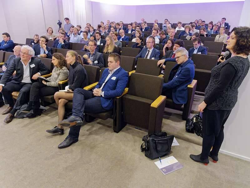 de zaal tijdens het 'ethics and finance' evenement