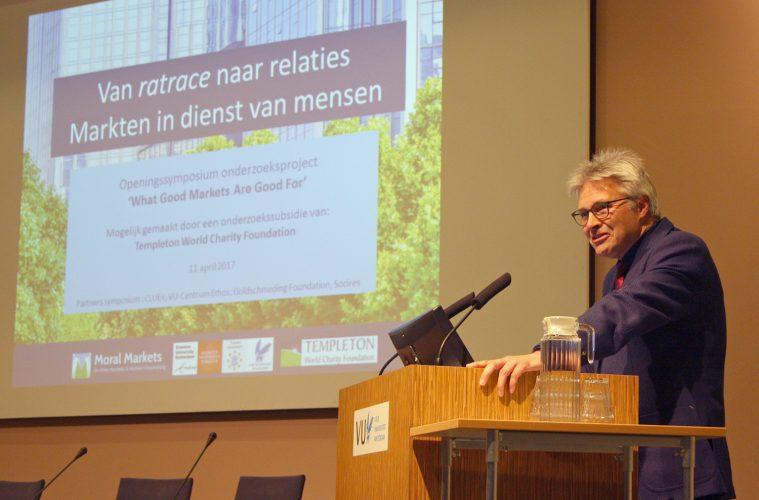 Foto van Govert Buijs sprekend tijdens het symposium